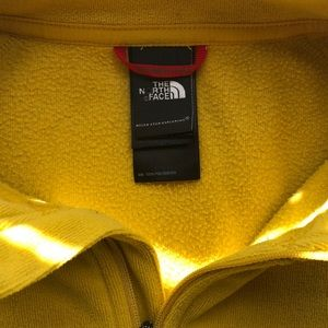 North face pull over size medium
